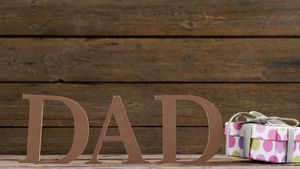 Text dad with gift box