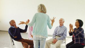 Senior therapist interacting with the patients 4k