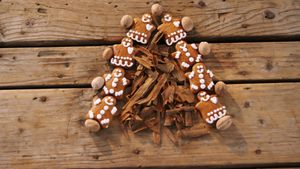 Gingerbread cookies and cinnamon sticks forming christmas tree 4k
