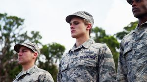 Group of us air force soldiers standing in line 4k