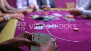 Woman wins at poker with amazing hand
