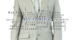 Man pressig the social media button