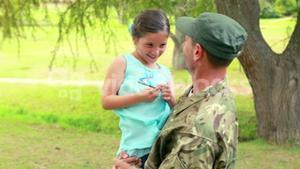 Soldier reunite with his daughter