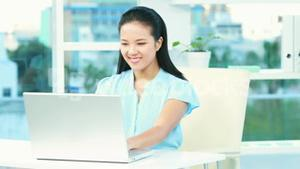 Asian businesswoman working at desk