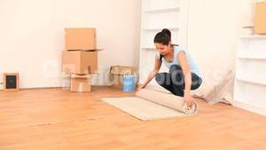 Brunette emptying her place to move house